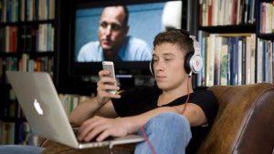 وسائل التواصل الاجتماعي مفيدة و مضرة